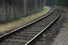 Gebogene Bahn- und schmutzige Wand Stockbilder