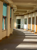 Gebogene Bürohalle Lizenzfreie Stockbilder