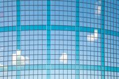 Gebogene Fassade des Geschäftsgebäudes in Rotterdam Stockfotos