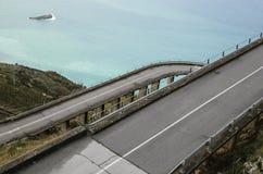 Gebogene italienische Brückenstraße Stockfoto
