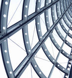 Gebogene Metallarchitekturschwarzweiss-fenster Stockfoto