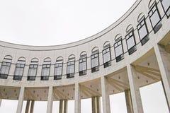 Gebogenes Galerie-Gebäude Stockfotos