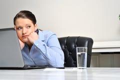 Gebohrt an der Arbeitsfrau Lizenzfreies Stockbild