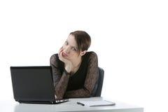 Gebohrte Geschäftsfrau an ihrem Schreibtisch Lizenzfreies Stockbild