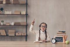 Gebohrtes kleines Mädchen im Studio lizenzfreie stockbilder