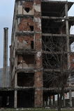 Gebombardeerde en Kogelsporen op voorgevels van gebouwen, de oorlog van Bosnië, Februari ` 13 Stock Foto's