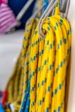 Gebonden gele kabels royalty-vrije stock fotografie