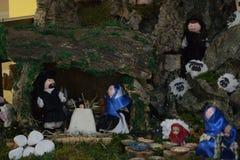 Geboorte van Christusscène in traditionele kleren stock foto's
