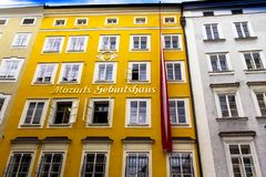 Geboorteplaats van de beroemde componist Wolfgang Amadeus Mozart in Salzburg, Oostenrijk Stock Fotografie