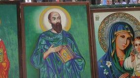 Geborduurde pictogrammen van Orthodoxe heiligen stock video