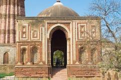 Gebouwde structuur in minar qutub Stock Foto