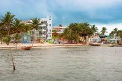 Gebouwen bij het strand in Caye-Breeuwijzer Belize Royalty-vrije Stock Foto's