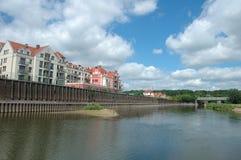 Gebouwen bij Warta-rivier in Poznan, Polen Royalty-vrije Stock Afbeeldingen