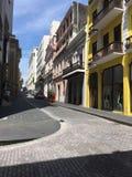Gebouwen de stad in op van eilandopslag en bureaus kleinhandels het winkelen stads oude gebouwen stock fotografie