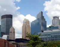 Gebouwen de van de binnenstad van Minneapolis Stock Foto's