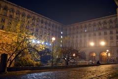 Gebouwen die de rotonde van st George in het centrum van Sofia omringen royalty-vrije stock foto's