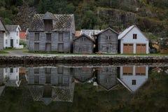 Gebouwen in dorp van Lærdalsøyri, Noorwegen Stock Fotografie