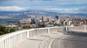 Gebouwen en bergen De Stad van Izmir, Turkije Stock Afbeelding
