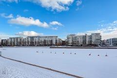 Gebouwen langs het Ruoholahti-Kanaal in Helsinki, Finland stock afbeeldingen