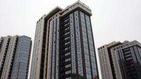 Gebouwen met meerdere verdiepingen Royalty-vrije Stock Afbeeldingen