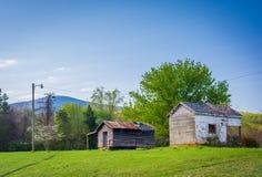 Gebouwen op een landbouwbedrijf in de landelijke Shenandoah-Vallei van Virginia stock afbeelding