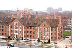 Gebouwen op een universitaire campus in de winter stock afbeeldingen
