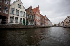 Gebouwen op kanaal in Brugge, België Stock Foto