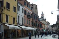 Gebouwen op Strada Nova With The Belltowers Of de Parochiale Kerken van de Heilige Apostel en Santa Sofia Voorraadfoto, royalty-vrije stock afbeeldingen