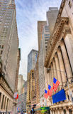 Gebouwen op Wall Street de Stad in van Manhattan, New York stock fotografie
