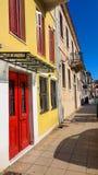 Gebouwen smalle weg in de stad Griekenland van Ioannina royalty-vrije stock foto's