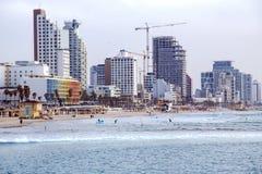 Gebouwen van moderne hotels op de strandboulevard van Tel Aviv stock afbeelding