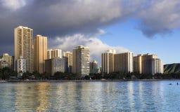 Gebouwen in Waikiki Stock Afbeeldingen