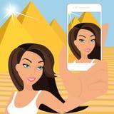 Gebräunte Frau nimmt selfie Stockfotos