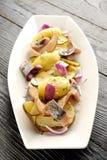 Gebraden aardappel en ingelegde haringen Stock Afbeelding