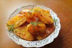Gebraden aardappels met kruiden Royalty-vrije Stock Afbeelding
