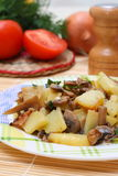Gebraden aardappels met paddestoelen Royalty-vrije Stock Afbeelding