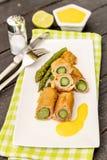 Gebraden asperge met ham Stock Fotografie