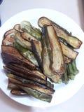 gebraden aubergine, gekookte aubergine, groente, filipino& x27; s favoriet stock fotografie