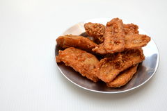 Gebraden bananen bestrooid sesam smakelijk traditioneel voedsel Stock Afbeelding