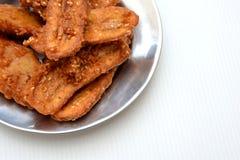 Gebraden bananen bestrooide smakelijke sesam Stock Foto