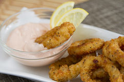 Gebraden calamari met saus Stock Fotografie
