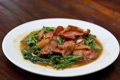 Gebraden chayote groenten met bacon Stock Afbeeldingen