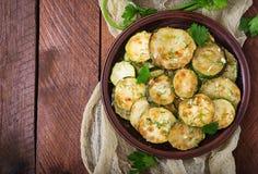 Gebraden courgette met saus, dille en knoflook Royalty-vrije Stock Foto