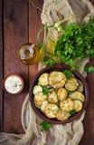 Gebraden courgette met saus, dille en knoflook Royalty-vrije Stock Fotografie
