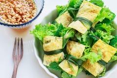 Gebraden die ei met verse groente wordt gerold - cuon hanh Royalty-vrije Stock Fotografie