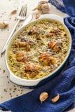 Gebraden die kip in een romige saus wordt gekookt stock afbeeldingen