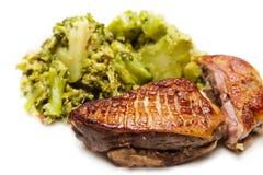 Gebraden eendborst met broccoli Royalty-vrije Stock Foto's