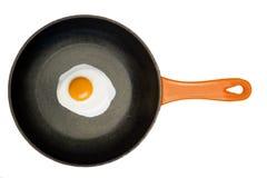 Gebraden ei in een gietijzerpan. Royalty-vrije Stock Afbeelding