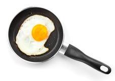Gebraden ei in een pan royalty-vrije stock afbeeldingen