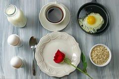 Gebraden eieren en melk Stock Fotografie